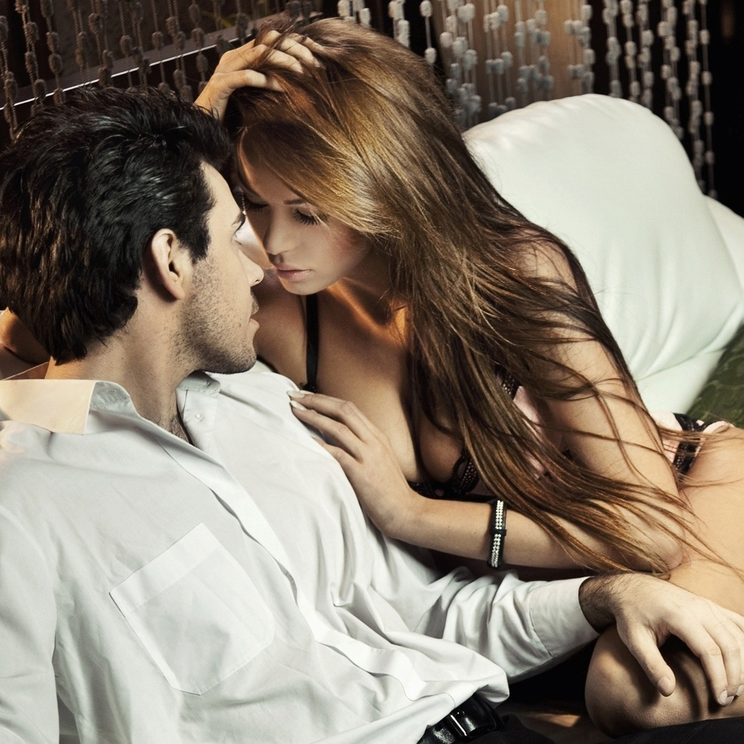 Красивые позы молодой женщины во время занятия сексом