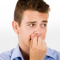 Почему грызут ногти взрослые
