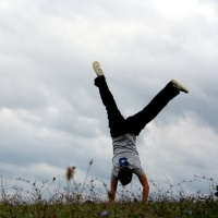 как научиться ходить на руках