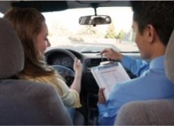 Как научиться водить машину девушке