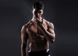 спортивное телосложение мужчины